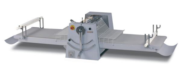 Band-Teigausrollmaschine für Tischaufstellung mit hochklappbaren Arbeitstischen. Arbeitsbreite 500 mm. Bandlänge 1000 mm. Abnehmbare Schaber. 1 Geschwindigkeit.